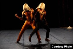 Lors du spectacle Fignito, l'oeil troué, de Seydou Boro et Salia Sanou, durant la 71e édition du Festival d'Avignon, France, le 7 juillet 2017.