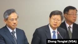台湾禽流感防疫官员在立法院接受质询(美国之音张永泰拍摄)