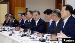 문재인 한국 대통령이 10일 청와대에서 기업대표들과의 간담회를 열었다.