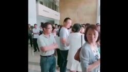 安徽宿松教师入政府大楼集体维权