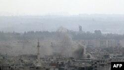 O'tgan haftadan beri 35 kishi o'lgan Latakiya shahrida kecha xavfsizlik kuchlari yuzlab fuqaroni qamoqqa olgani xabar qilinmoqda. Qo'lida ro'yxati bor askarlar uyma-uy yurib, odamlarni ushlagan, deyiladi