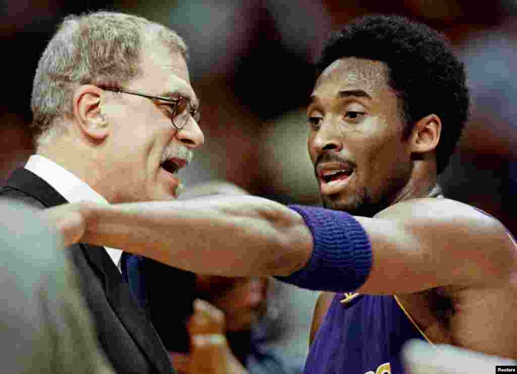 Los Angeles Lakers head coach Phil Jackson and Kobe Bryant