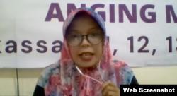 Ketua Solidaritas Perempuan (SP) Anging Mammiri, Musdalifah saat memberikan keterangan secara daring terkait buruh perempuan di perkebunan sawit, Rabu 9 Desember 2020. (Foto:VOA)