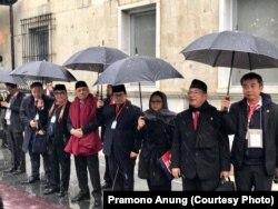 Beberapa pejabat tinggi Indonesia ikut mendampingi Presiden Jokowi melawat ke Afghanistan; antara lain Kepala Staf Kepresidenan Teten Masduki, Sekretaris Kabinet Pramono Anung, Menlu Retno Marsudi.