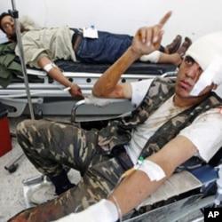 反叛力量的伤员在艾季达比耶一家医院接受治疗