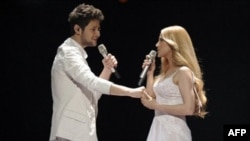 Победители конкурса Евровидение-2001 Элл и Никки