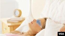 Lo mejor es dormir al menos siete horas, según los expertos.