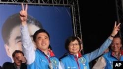 11月27日郝龙斌夫妇庆祝胜利