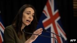 Perdana Menteri Selandia Baru Jacinda Ardern berbicara kepada media tentang perubahan pemilu 2020. (Foto: AFP)