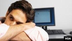 Sindroma Kelelahan Kronis (CFS) membuat penderitanya terus-menerus merasa lelah. Rasa lelah ini juga dapat mempengaruhi daya ingat dan daya pikir penderita.