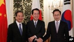 中日韩三国领导人在峰会上