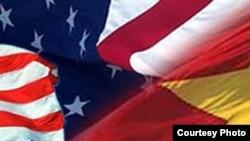 Kedutaan Amerika di Hanoi mengatakan hari Selasa (6/8) bahwa Dektrit 72 Vietnam tidak sesuai dengan kewajiban Vietnam berdasarkan Deklarasi Universal Hak-Hak Azasi Manusia dan akan membuat investasi asing enggan datang ke negara itu.