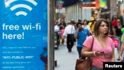 Muchas comunidades ya tienen bolsones de Wi-Fi gratis limitada, pero hasta ahora esos servicios se concentraban en lugares públicos importantes.
