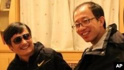 چینگ اپنے دوست ہیوجا کے ہمراہ (فائل فوٹو)