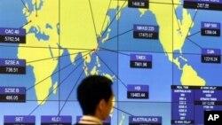 香港证券交易所的全球股市交易的指数图表(资料图片)