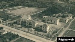 Vista aérea, da era colonial, do antigo Liceu Sá da Bandeira, Na Huíla (www.delcampe.net)