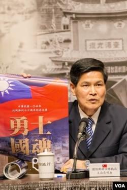 台湾国防部政战局长王明我强调应以一致的标准看待历史,不能苛以待人,宽以待己。(美国之音记者方正拍摄)