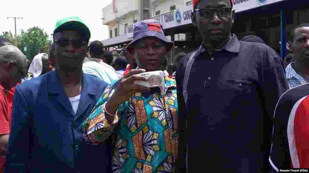 Des manifestants de la marche citoyenne à Bamako, au Mali, le 17 juin 2017. (VOA/Kassim Traoré)