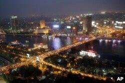 Lalu lintas yang padat di jembatan 6 Oktober di atas Sungai Nil, Kairo, Mesir. (Foto: dok).