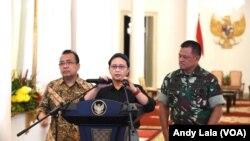 Menlu Retno Marsudi mengumumkan pembebasan 10 WNI di Istana Bogor, 1 Mei 2016. (VOA/Fathiyah Wardah)