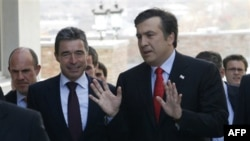 Андерс Фог Расмуссен и Михаил Саакашвили (архивное фото)