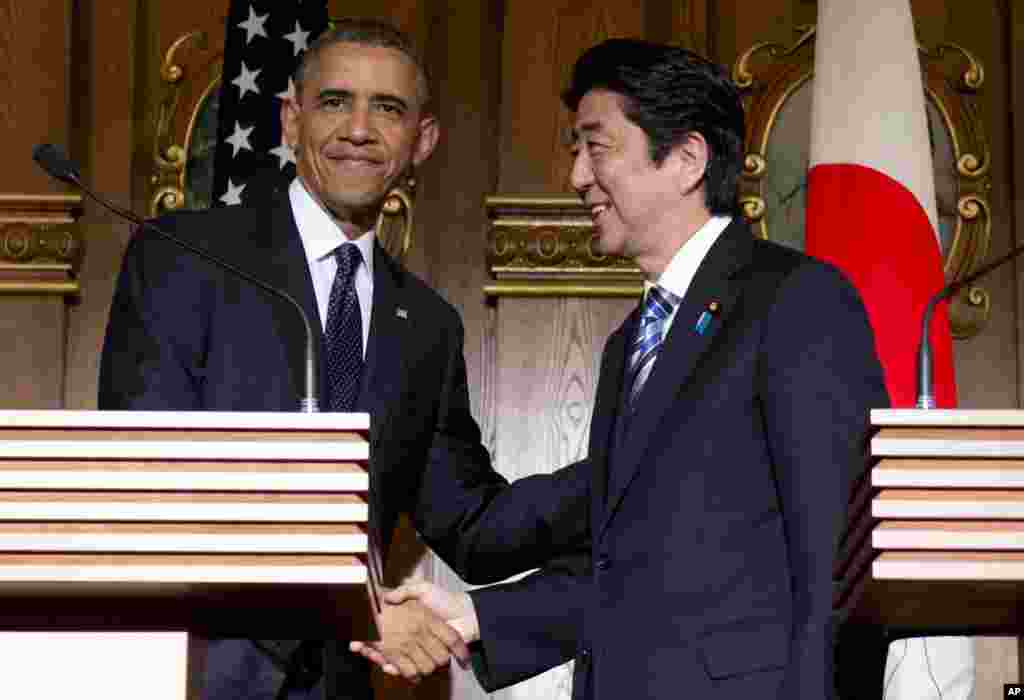 President Barack Obama and Japanese Prime Minister Shinzo Abe shake hands at the conclusion of their joint news conference at the Akasaka State Guest House in Tokyo, April 24, 2014.