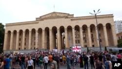 Демонстрация оппозиции у здания парламента Грузии. 23 июня, 2019 г.