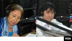 FILE - Human rights activist Pung Chhiv Kek (left), a prominent figure in Cambodia and founder of the rights group Licadho, and Hang Puthea (right), executive director of the election monitoring group Nicfec, at VOA Khmer in Phnom Penh. (Lim Sothy/VOA Khm