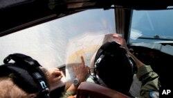 """Avion australijskog kraljevskog vazduhoplovstva """"Orion"""" za vreme operacije potrage za nestalim malezijskim avionom iznad južnog dela Indijskog okeana."""