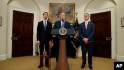 Президент Трамп, Том Коттон і Дейвид Пердью у Білому домі