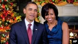 奥巴马夫妇祝美国各个家庭圣诞节快乐