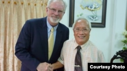 US Ambassador to Vietnam David Shear meets with Vietnamese dissident Dr Nguyen Dan Que in Saigon/Ho Chi Minh City, Vietnam. (file)