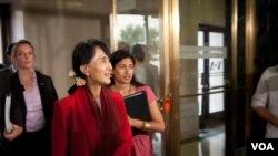 缅甸民主运动领袖、诺贝尔和平奖得主昂山素季访问美国之音总部。(2012年9月18日资料照)