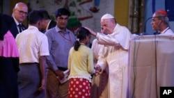 罗马天主教宗方济各在孟加拉国首都达卡会见来自缅甸的罗兴亚穆斯林难民(2017年12月1日)
