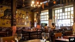 """Le restaurant """"Notre Maison"""" à Lyon, 26 juillet 2013."""