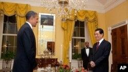 """奧巴馬總統在白宮內的""""舊家庭餐廳""""宴請胡錦濤"""