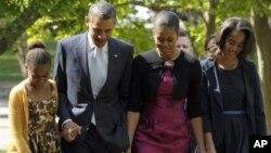 Keluarga Obama membayar pajak lebih rendah untuk tahun 2012 yang berarti penghasilannya berkurang (foto: dok).