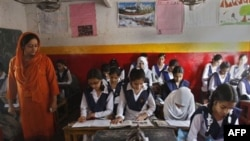 На уроке в индийской школе.