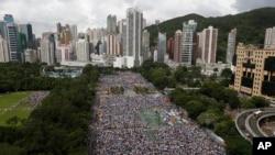 香港举行大型要求民主示威游行