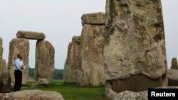 美國總統奧巴馬9月5日結束北約峰會返回華盛頓之前參觀英國史前時期的巨大石柱群(Stonehenge)。