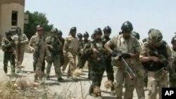 6月9日伊拉克士兵与攻占摩苏尔的武装分子交战