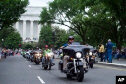 Motorcyclists pass the Lincoln Memorial during the 30th anniversary of the Rolling Thunder 'Ride for Freedom' in Washington, May 28, 2017.
