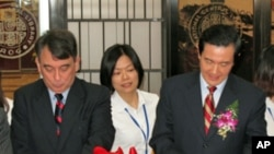 William A. Stanton, Director of American Institute in Taiwan, and President Ma Ying-Jeou cutting red ribbon