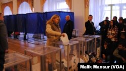 Cử tri Ukraine đi bỏ phiếu trong cuộc bầu cử Quốc hội