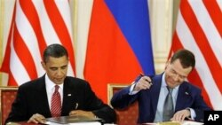 U.S. President Barack Obama and Russian President Dmitry Medvedev sign START treaty. (File)