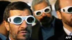Nükleer tesisi ziyaret eden İran Devlet Başkahn Mahmud Ahmedinejad