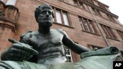 독일 남부 프라이버그 대학에 있는 아리스토텔레스 동상. (자료사진)