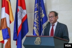 Mr. Phay Siphan, a government spokesperson, speaks at a press conference on Cambodia and China Relation, in Phnom Penh, March 11, 2019. (Khan Sokummono/VOA Khmer)