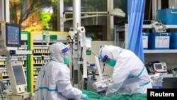Wuhan ၿမိဳ႕က ၀ူဟန္ တကၠသိုလ္ Zhongnan ေဆးရံုမွာ Coronavirus ကူးစက္ခံ လူနာတဦးကို ကုသမႈေပး။ ဇန္န၀ါရီ ၂၈ ၂၀၂၀