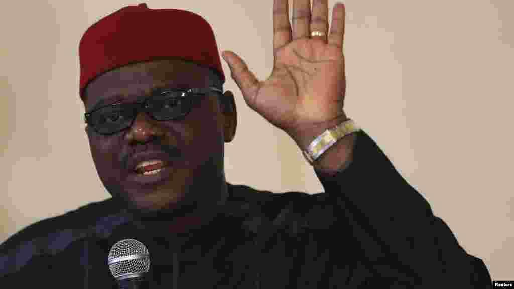 Ministan kiwon lafiya na Najeriya, Onyebuchi Chukwu, a lokacin da yake yiwa 'yan jaridu bayani akan cutar Ebola, a ganawar da yayi da Kwamishinonin, kiwon lafiya, jihohin kasar a Abuja, 1 ga Satumba 2014.